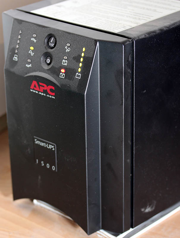 APC Smart-UPS battery change - Hacker's ramblings